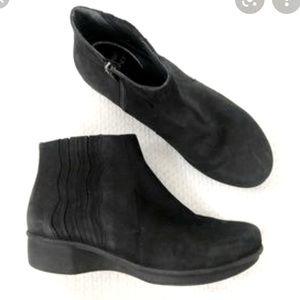 Dansko Black Suede Larkin Wedge Ankle Boots Sz 38